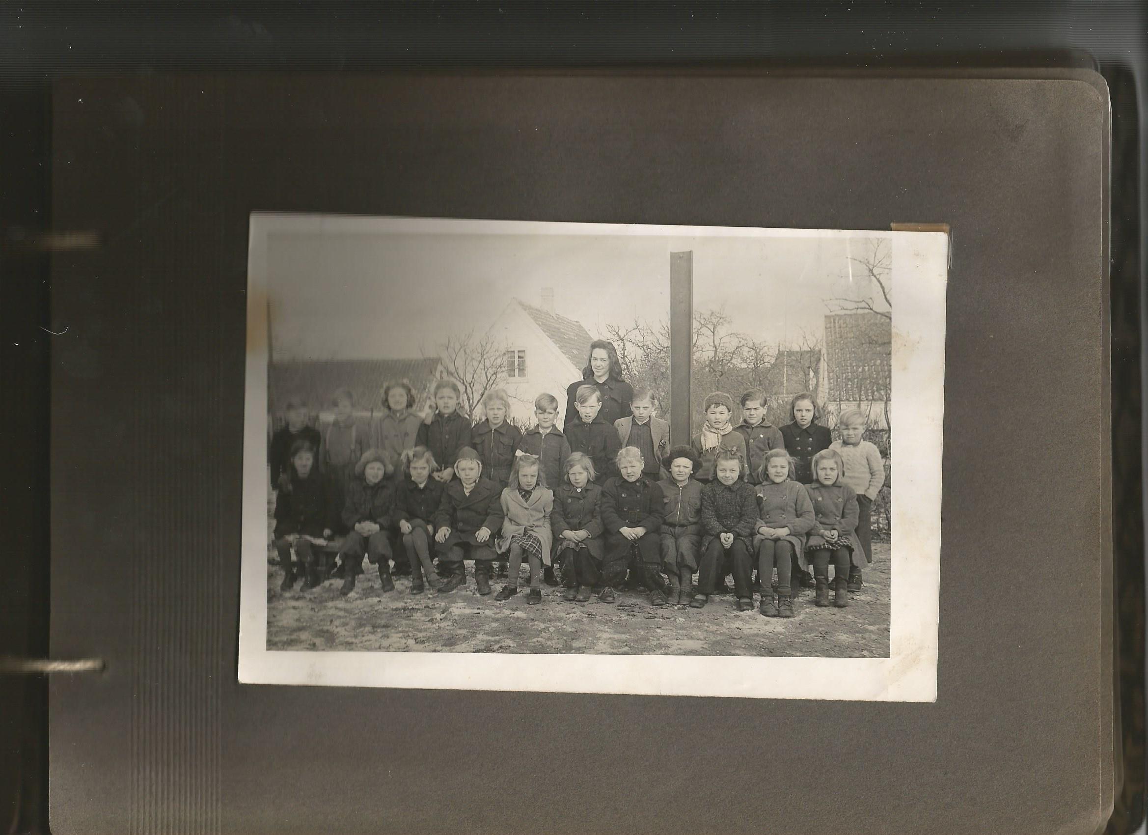Gitte og Birthe Andersen, Landet skole, 1949?